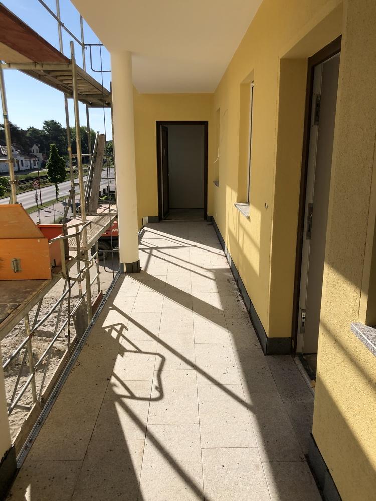 03.06.2021 Laubengang - die Granitplatten liegen